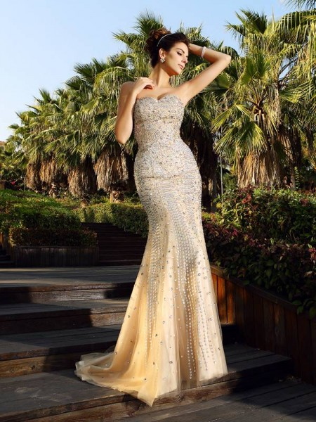 Trumpet/Mermaid Sleeveless Sweetheart Court Train Satin Formal/Evening/Prom Dresses with Beading