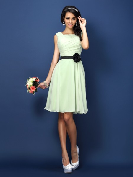 A-Line/Princess Bateau Sleeveless Short/Mini Chiffon Bridesmaid Dresses with Pleats