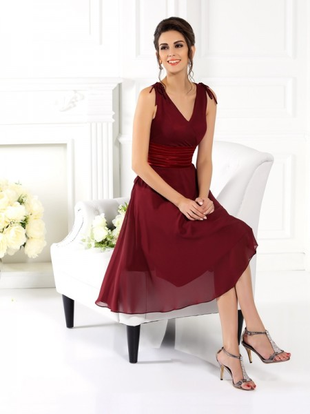 A-Line/Princess Sleeveless V-neck Knee-Length Chiffon Bridesmaid Dresses