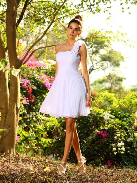 A-Line/Princess Sleeveless One-Shoulder Chiffon Knee-Length Bridesmaid Dresses with Hand-Made Flower