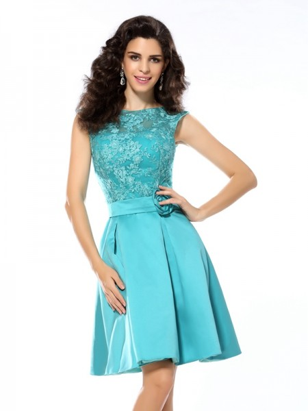 A-Line/Princess Scoop Sleeveless Satin Knee-Length Dresses with Applique