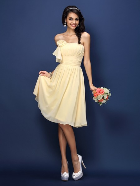 A-Line/Princess Strapless Sleeveless  Knee-Length Chiffon Bridesmaid Dresses with Hand-Made Flower Pleats