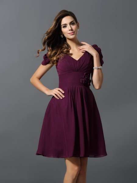 A-Line/Princess V-neck Short Sleeves Chiffon Short/Mini Bridesmaid Dresses with Hand-Made Flower
