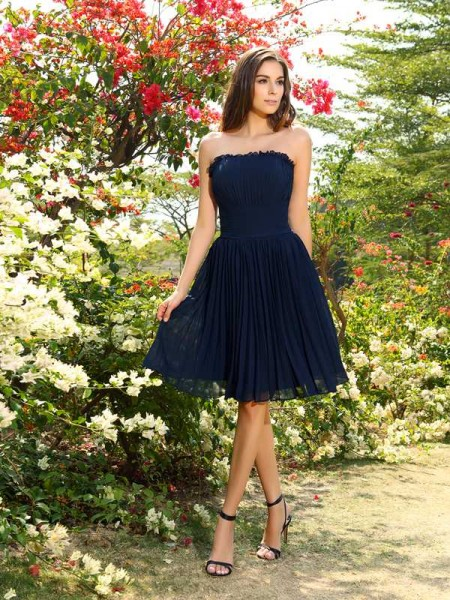 A-Line/Princess Strapless Chiffon Sleeveless Knee-Length Bridesmaid Dresses with Pleats