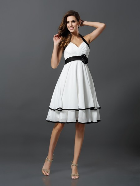 A-Line/Princess Sleeveless Halter Chiffon Knee-Length Dresses with Hand-Made Flower