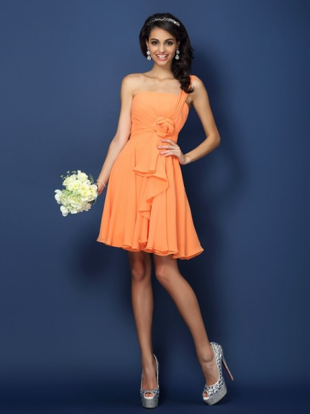 A-Line/Princess Strapless One-Shoulder Sleeveless Short/Mini Chiffon Bridesmaid Dresses with Hand-Made Flower
