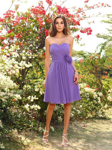 A-Line/Princess Sleeveless Chiffon Sweetheart Knee-Length Bridesmaid Dresses with Hand-Made Flower