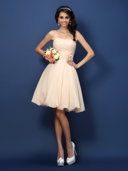 A-Line/Princess Strapless Chiffon Short Bridesmaid Dresses with Hand-Made Flower