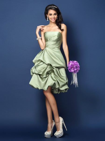 A-Line/Princess Strapless Sleeveless Knee-Length Satin Bridesmaid Dresses with Ruched