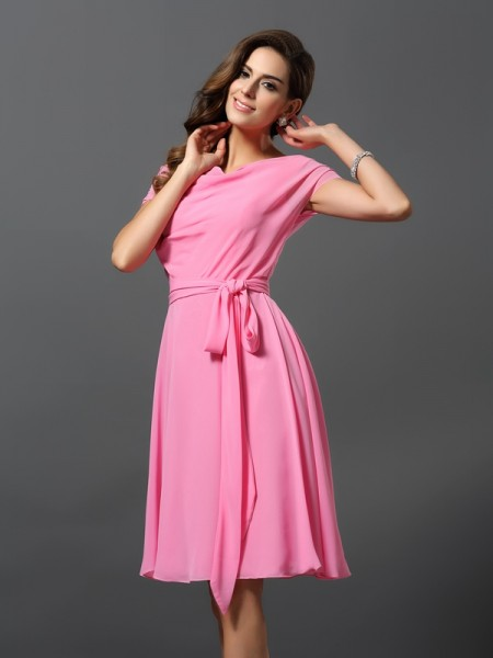 A-Line/Princess Short Sleeves Scoop Chiffon Knee-Length Bridesmaid Dresses with Sash/Ribbon/Belt