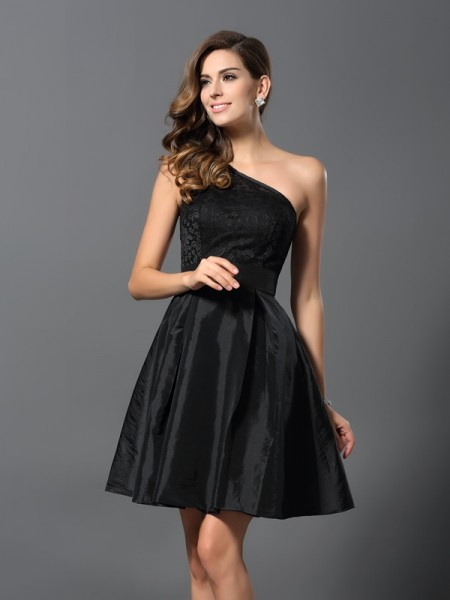 A-Line/Princess Sleeveless One-Shoulder Taffeta Short/Mini Bridesmaid Dresses