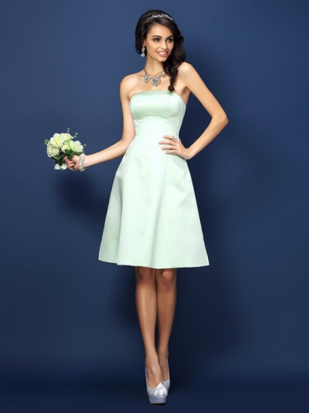 A-Line/Princess Strapless Sleeveless Knee-Length Satin Bridesmaid Dresses