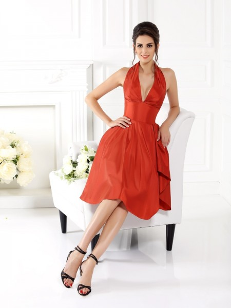 A-Line/Princess Halter Sleeveless Knee-Length Taffeta Bridesmaid Dresses