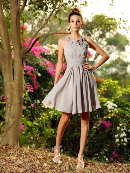 A-Line/Princess Sleeveless Chiffon Knee-Length Scoop Bridesmaid Dresses with Hand-Made Flower