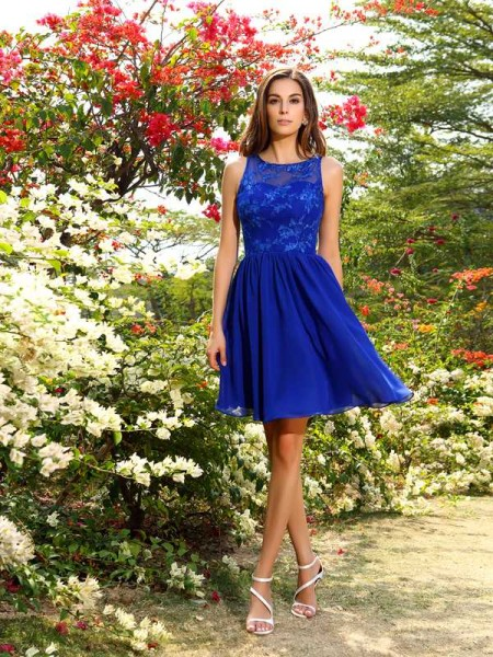 A-Line/Princess Bateau Sleeveless Knee-Length Chiffon Bridesmaid Dresses with Applique