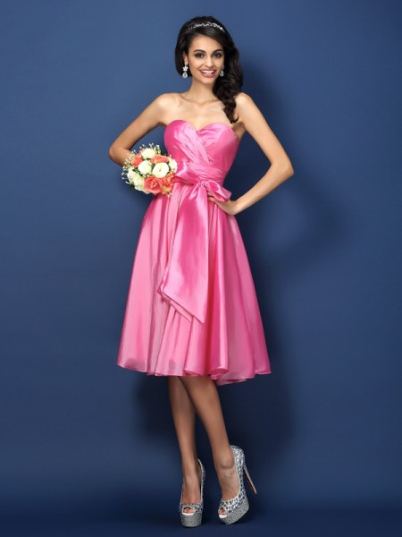 A-Line/Princess Sweetheart Sleeveless Bowknot Knee-Length Taffeta Bridesmaid Dresses