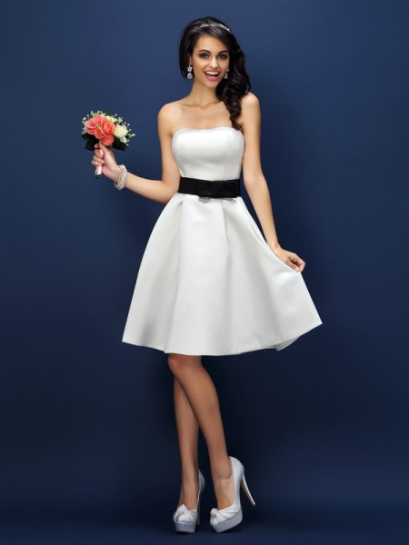A-Line/Princess Strapless Sleeveless Knee-Length Satin Bridesmaid Dresses with Sash/Ribbon/Belt
