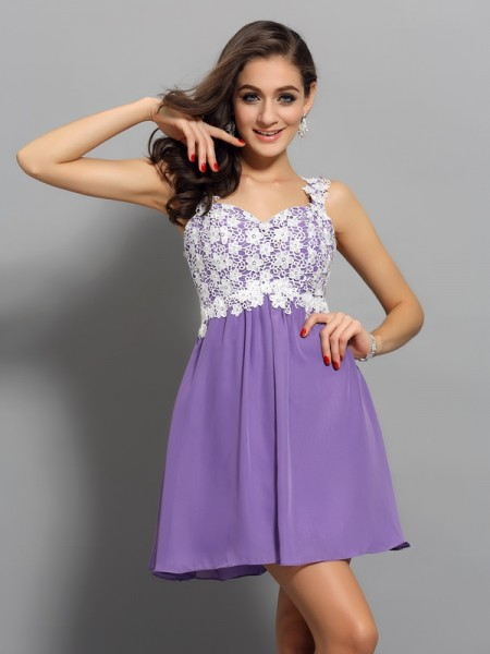 A-Line/Princess Straps Sleeveless Chiffon Short Cocktail/Homecoming Dresses with Applique