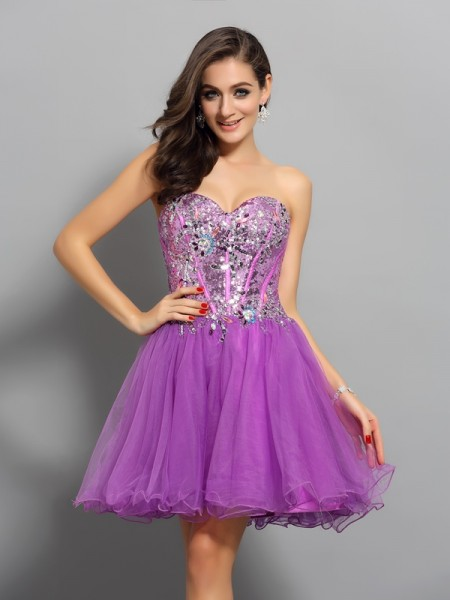 Sleeveless Sweetheart A-Line/Princess Satin Short Cocktail/Homecoming Dresses with Beading