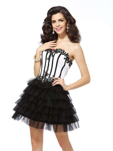 A-Line/Princess Sweetheart Tulle Sleeveless Short Cocktail/Homecoming Dresses with Applique