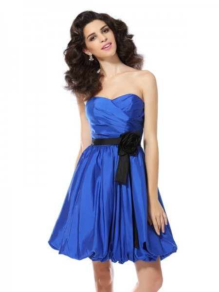 A-Line/Princess Sleeveless Sweetheart Short/Mini Taffeta Dresses with Hand-Made Flower