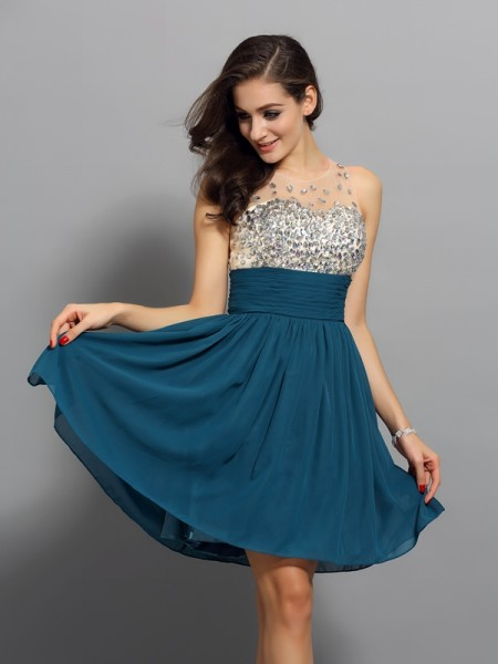 A-Line/Princess Bateau Chiffon Sleeveless Short Cocktail/Homecoming Dresses with Rhinestone