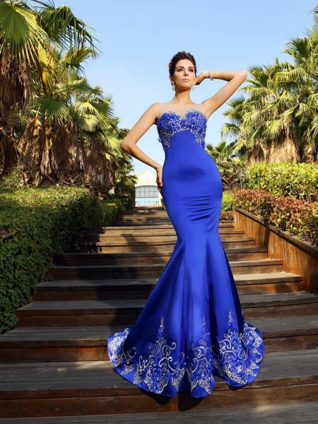 Trumpet/Mermaid Sleeveless Sweetheart Court Train Satin Dresses with Beading
