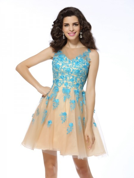 A-Line/Princess Sleeveless Tulle Bateau Short Cocktail/Homecoming Dresses with Applique