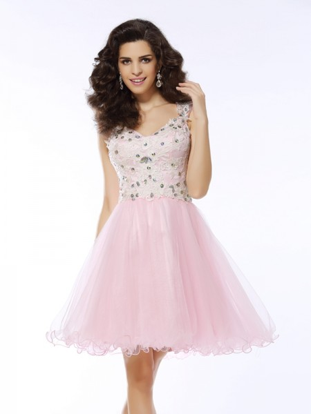 V-neck A-Line/Princess Sleeveless Satin Short Cocktail/Homecoming Dresses with Applique
