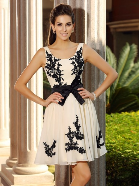 A-Line/Princess Sleeveless Square Chiffon Short Cocktail/Homecoming Dresses with Applique
