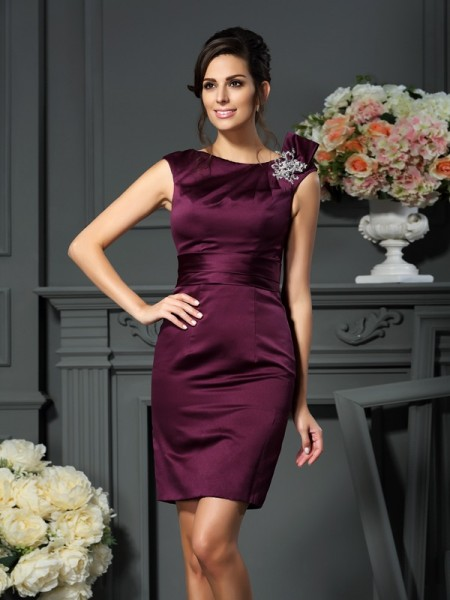 Sheath/Column Sleeveless Satin Scoop Knee-Length Dresses with Beading