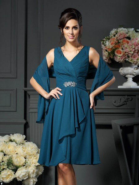 A-Line/Princess V-neck Sleeveless Chiffon Knee-length Mother of the Bride Dresses with Beading