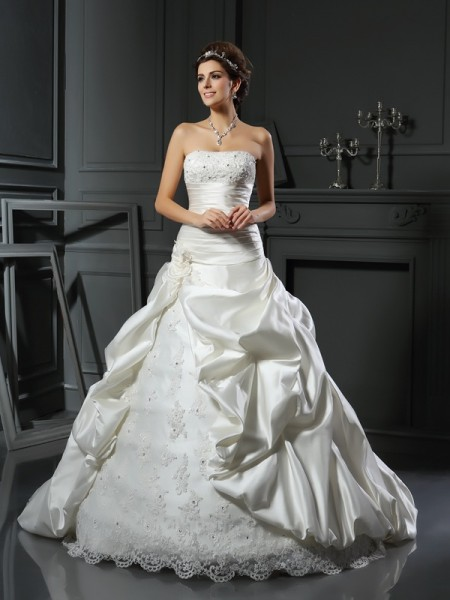 Ball Gown Sweetheart Sleeveless Satin Court Train Wedding Dresses with Applique with Beading