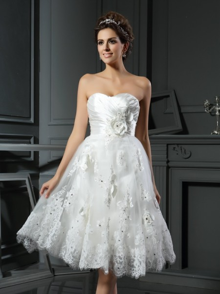 A-Line/Princess Sweetheart Satin Sleeveless Tea-Length Wedding Dresses with Ruched