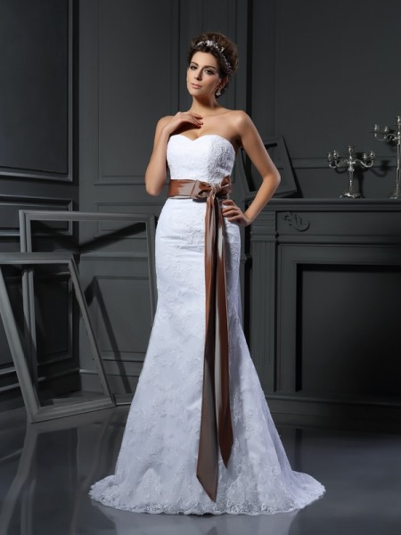 Sheath/Column Sweetheart Sleeveless Net Court Train Wedding Dresses with Applique