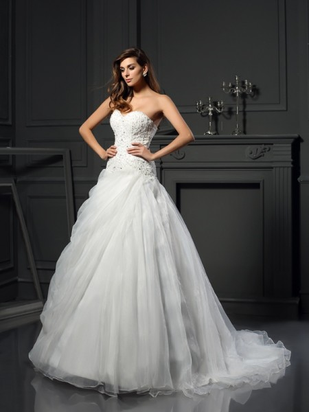 Ball Gown Sleeveless Sweetheart Organza Chapel Train Wedding Dresses with Ruffles