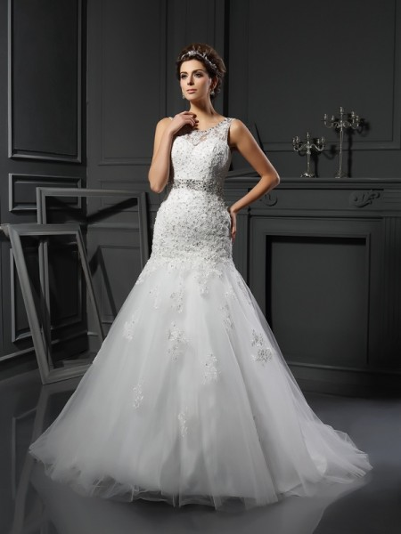 Sheath/Column Scoop Sleeveless Net Court Train Wedding Dresses with Applique