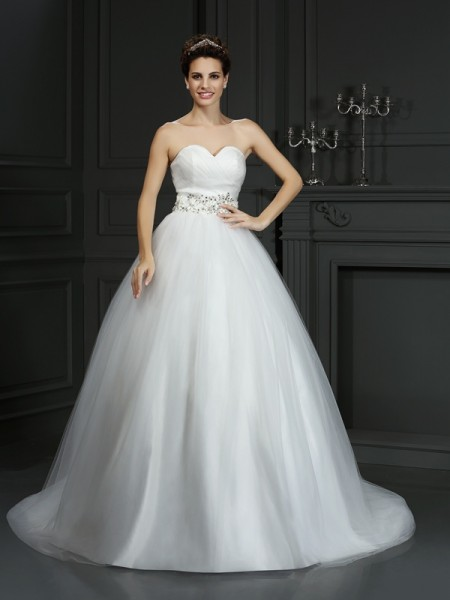 Ball Gown Sweetheart Sleeveless Court Train Net Wedding Dresses with Beaded