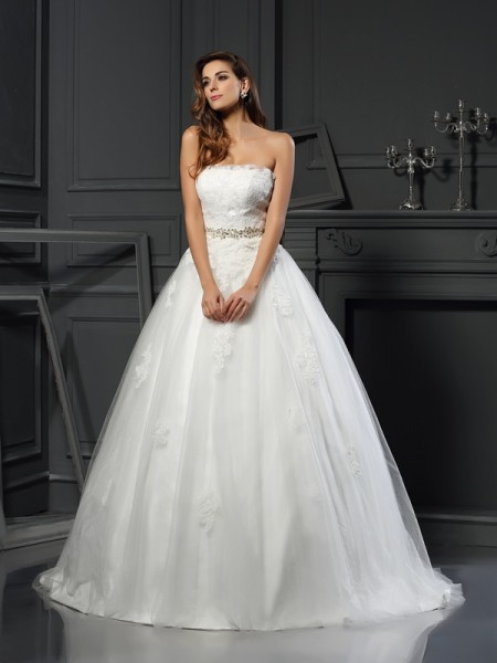 Ball Gown Sleeveless Strapless Net Court Train Wedding Dresses with Applique