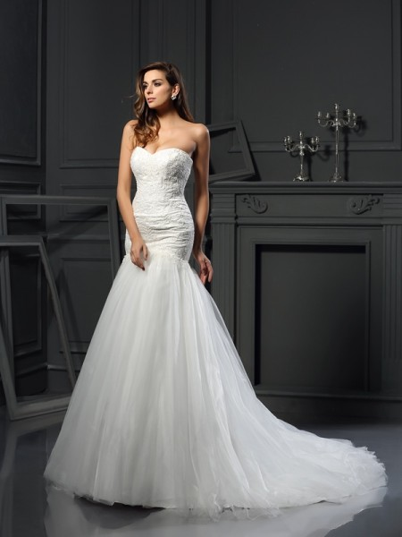 Trumpet/Mermaid Sweetheart Sleeveless Tulle Chapel Train Wedding Dresses with Applique