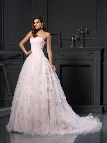 Ball Gown Sweetheart Sleeveless Satin Chapel Train Wedding Dresses with Ruffles