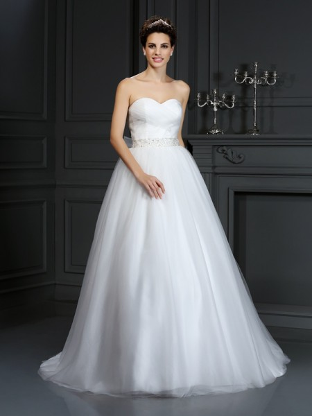 Ball Gown Sweetheart Sleeveless Court Train Net Wedding Dresses with Beading