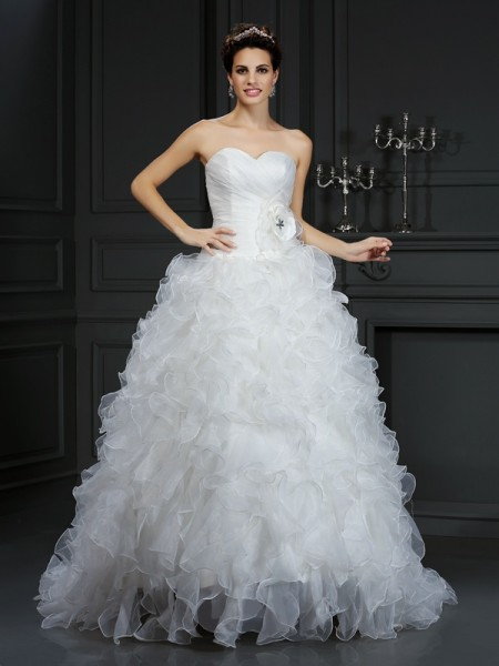Ball Gown Sweetheart Sleeveless Court Train Organza Wedding Dresses with Hand-Made Flower