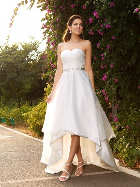 A-Line/Princess Sleeveless Sweetheart Asymmetrical Organza Wedding Dresses with Beading