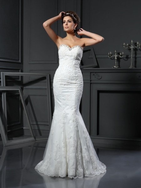 Sheath/Column Sweetheart Sleeveless Net Court Train Wedding Dresses with Beading
