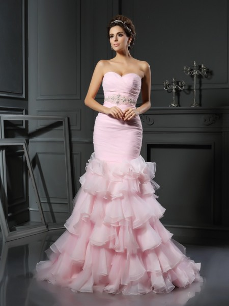 Trumpet/Mermaid Sweetheart Organza Chapel Train Wedding Dresses with Beading