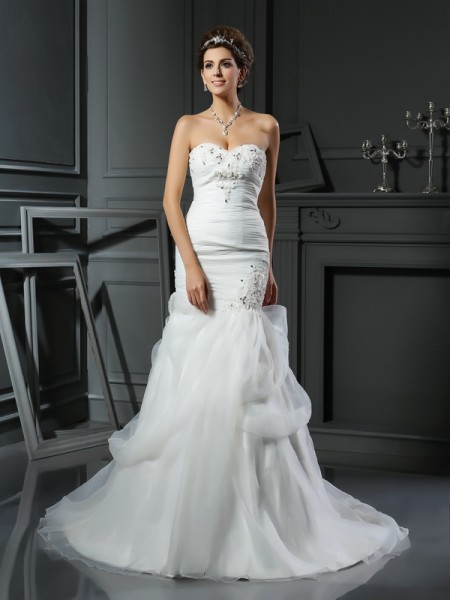 Trumpet/Mermaid Sweetheart Net Chapel Train Wedding Dresses with Applique with Beading
