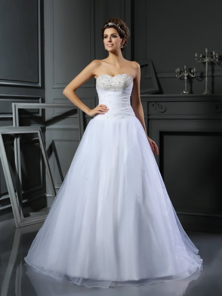 Ball Gown Sweetheart Sleeveless Satin Court Train Wedding Dresses with Beading