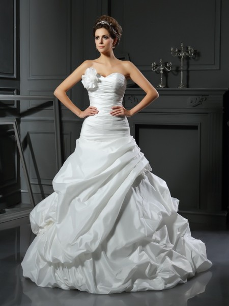 Ball Gown Sleeveless Satin Sweetheart Cathedral Train Wedding Dresses with Hand-Made Flower
