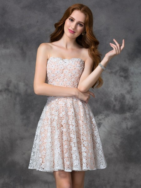 A-line/Princess Sweetheart Sleeveless Short/Mini Cocktail Dress with Lace